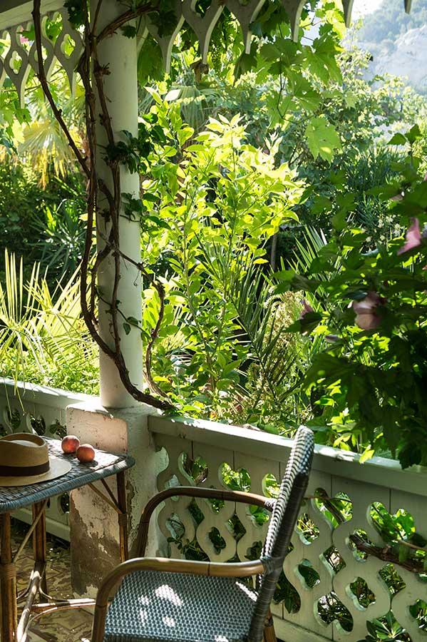 la-terrasse-de-la-chambre-d_hôte-En-Vau